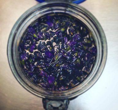 cordiale di violette e foglie di lampone